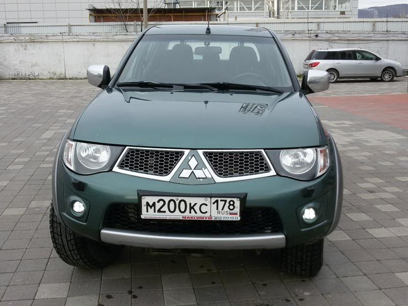 Mitsubishi L200  2011г.